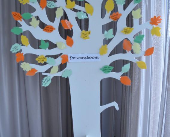 De wensboom vanuit het Patershof